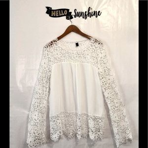Tops - Beautiful Romantic White Flowy Lace Top